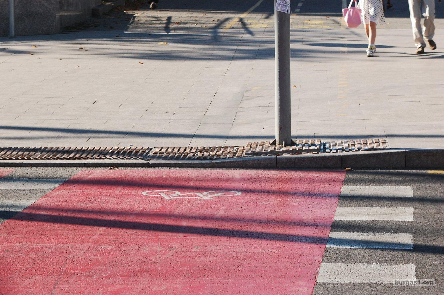 Топ 10 на абсурдите с бургаските велоалеи