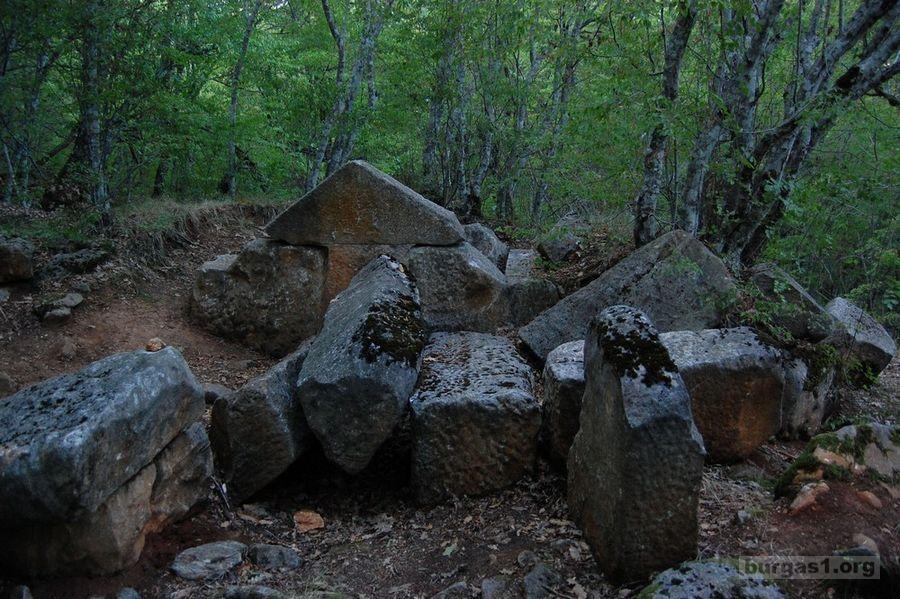 Древен некропол в местността Пропада